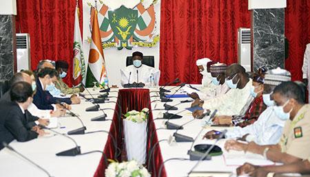 A la Présidence de la République : Le Chef de L'Etat préside une réunion avec les membres de la Coalition Pour le Sahel