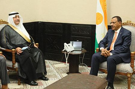 A la Présidence de la République : Le Président Mohamed Bazoum s'entretient avec le PCA de l'ONG Mada et l'Ambassadeur saoudien au Niger