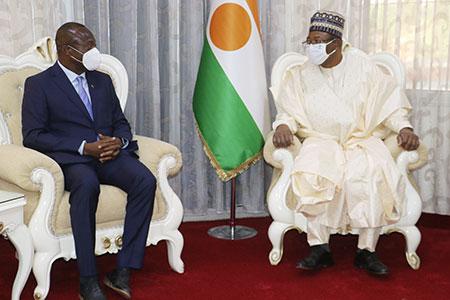 Audiences à la Primature : Le Chef du gouvernement reçoit une délégation du comité de rédaction du colloque scientifique de Zinder Saboua et l'ambassadeur du Ghana au Niger