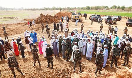 Visite du Président de la République sur le chantier des travaux de réhabilitation de la digue de protection de Lamordé, à la Rive droite de Niamey : Le Chef de l'Etat soucieux de mettre les populations riveraines et les producteurs à l'abri des risques d'inondation