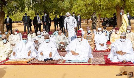 Célébration de la Fête de l'Aïd El-Fitr : Le Chef de l'État Mohamed Bazoum a pris part à la prière collective